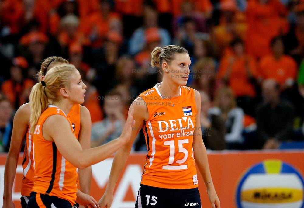 11-11-2007 VOLLEYBAL: PRE OKT: NEDERLAND - AZERBEIDZJAN: EINDHOVEN<br /> Nederland wint ook de de laatste wedstrijd. Azerbeidzjan verloor met 3-1 / Ingrid Visser<br /> ©2007-WWW.FOTOHOOGENDOORN.NL