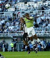 Fotball<br /> England 2005/2006<br /> Foto: SBI/Digitalsport<br /> NORWAY ONLY<br /> <br /> Newcastle United v Deportivo La Coruna<br /> Intertoto Cup.<br /> 03/08/2005.<br /> <br /> <br /> Deportivo's Jorge Andrade (R) outjumps Newcastle's Alan Shearer (L).