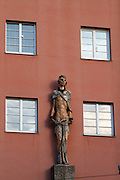 Vienna, Karl-Marx-Hof. Statues symbolizing the working class at 12. Februar-Platz.