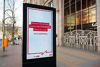 DEU, Deutschland, Germany, Berlin, 18.03.2020: Eine digitale Informationstafel der Firma Wall mit Informationen zum richtigen Verhalten in der Corona-Krise steht vor dem geschlossenen KaDeWe, Kaufhaus des Westens, auf dem Kurfürstendamm. Auswirkungen der Pandemie, Coronavirus (Covid-19), Corona auf das öffentliche Leben in Berlin. Bis auf wenige Ausnahmen müssen die meisten Geschäfte ab heute schließen.
