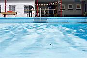 Nederland, Ewijk, 10-3-2018NL doet, opknappen van het zwembad.Foto: Flip Franssendgfoto editie nijmegen