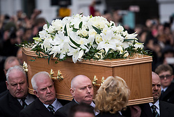 © Licensed to London News Pictures. 31/03/2018. Cambridge, UK. The coffin being carried form the funeral of Stephen Hawking at Church of St Mary the Great in Cambridge, Cambridgeshire. Professor Hawking, who was famous for ground-breaking work on singularities and black hole mechanics, suffered from motor neurone disease from the age of 21. He died at his Cambridge home in the morning of 14 March 2018, at the age of 76. Photo credit: Ben Cawthra/LNP