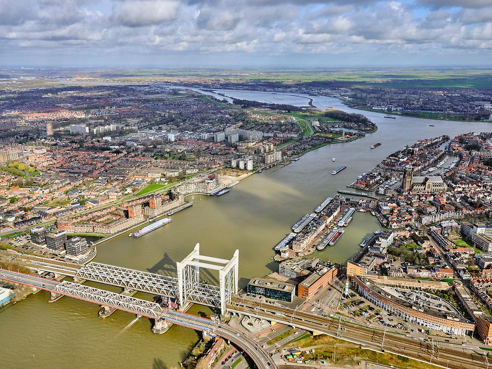 Nederland, Zuid-Holland, Dordrecht, 25-02-2020; Oude Maas, met Spoorbrug Dordrecht(Grote brug) tussen Dordrecht enZwijndrecht (links). Boven in beeld de rivieren Noord en Beneden Merwede. Naast  de spoorbrug de Drechttunnel (Rijksweg 16).<br /> Oude Maas (old Meuse), with Railway Bridge Dordrecht between Dordrecht and Zwijndrecht (left). View of Drechttunnel (tunnel Dordrecht).<br /> luchtfoto (toeslag op standard tarieven);<br /> aerial photo (additional fee required)<br /> copyright © 2020 foto/photo Siebe Swart