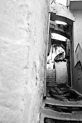 Un vicolo dela borgo antico della città bianca: Ostuni.