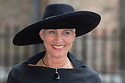 Prinsjesdag - Aankomst politici bij de Ridderzaal. Zoals ieder jaar ging Prinsjesdag ook dit keer weer gepaard met hoedjes in allerlei soorten en maten.<br /> <br /> Op de foto / On the photo: <br />  Wilma Jacqueline Mansveld