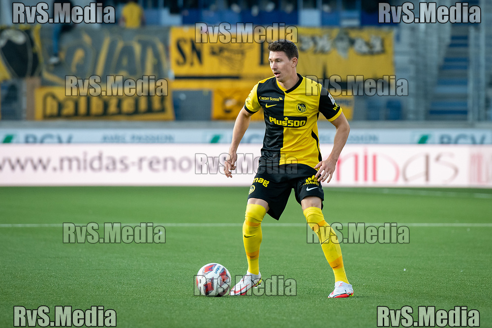 LAUSANNE, SWITZERLAND - SEPTEMBER 22: Christian Fassnacht #16 of BSC Young Boys in action during the Swiss Super League match between FC Lausanne-Sport and BSC Young Boys at Stade de la Tuiliere on September 22, 2021 in Lausanne, Switzerland. (Photo by Basile Barbey/RvS.Media/)