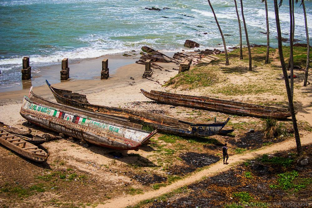 Strolling along the Shore, Elmina