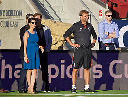 SANTA CLARA, USA - Friday, July 29, 2016: Liverpool's manager Jürgen Klopp and Linda Pizzuti, wife of Liverpool FC owner John W. Henry, during a training session ahead of the International Champions Cup 2016 game against AC Milan on day nine of the club's USA Pre-season Tour at the Levi's Stadium. (Pic by David Rawcliffe/Propaganda)