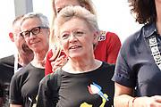 Burgemeester Femke Halsema en prinses Mabel nemen deel aan de fakkeltocht Positive Flame door de binnenstad om aandacht te vragen voor mensen met hiv. De fakkeldragers zijn mannen en vrouwen die leven met hiv in Nederland. De fakkeltocht vond plaats in de week van de internationale aidsconferentie AIDS2018. <br /> <br /> Mayor Femke Halsema and Princess Mabel are taking part in the torch relay Positive Flame through the city center to draw attention to people with HIV. The torchbearers are men and women who live with HIV in the Netherlands. The torch relay took place during the week of the international AIDS conference AIDS2018.<br /> <br /> Op de foto:  Franse Nobelprijswinnares Francoise Barré-Sinoussi. Zij ontdekte in 1984 het hiv-virus