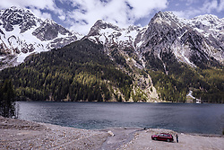 THEMENBILD - ein Auto parkt am Ufer des Antholzer Sees mit den unliegenden Bergen, aufgenommen am 30. Mai 2019 in Antholz, Italien // a car parks on the shore of Lake Antholz with the surrounding mountains, Antholz, Italy on 2019/05/30. EXPA Pictures © 2019, PhotoCredit: EXPA/ JFK