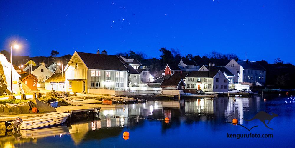 Brekkestø i Lillesand kommune etter mørkets frembrudd 3 desember 2014.<br /> <br /> Brekkestø in Lillesand in the evening light december 3 2014.