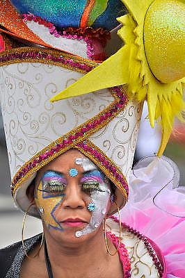 Nederland, Nijmegen, 2-9-2012Samba festival in de nijmeegse binnenstad.Bont uitgedoste vooral Surinaamse groepen gaan in parade door het centrum.Foto: Flip Franssen/Hollandse Hoogte