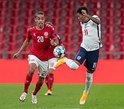 Jadon Sancho (England) og Yussuf Poulsen (Danmark) under UEFA Nations League kampen mellem Danmark og England den 8. september 2020 i Parken, København (Foto: Claus Birch).