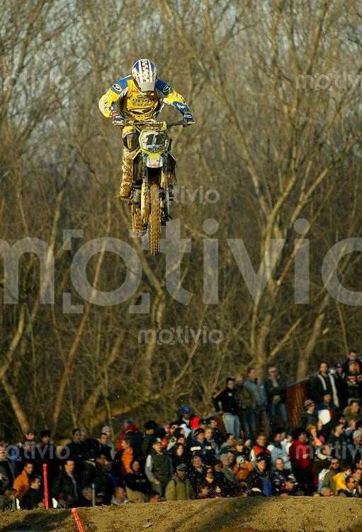 Mantova , 110207 , Starcross Seasonopener  Erstes Kraeftemessen der internationalen Motocrosselite beim Starcross in Mantova.  Steve RAMON (Suzuki , BEL)