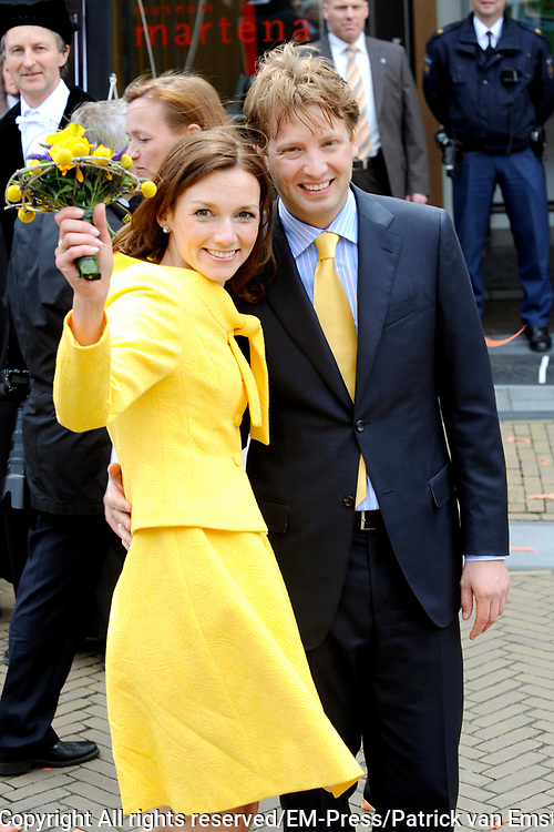 Koninginnedag 2008 / Queensday 2008. <br /> <br /> Koningin Beatrix viert Koninginnedag dit jaar in Friesland. De vorstin en haar familie bezochten op 30 april Makkum en Franeker.<br /> <br /> Queen Beatrix celebrates Queensday this year in Friesland (the Nothren provice in Holland). The Queen and its family visited Makkum and Franeker on 30 April.<br /> <br /> Op de foto/ On the Photo: Prins Floris met Prinses Aimee / Prince Floris and Princes Aimee