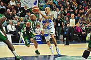 DESCRIZIONE : Campionato 2014/15 Dinamo Banco di Sardegna Sassari - Sidigas Scandone Avellino<br /> GIOCATORE : David Logan<br /> CATEGORIA : Passaggio<br /> SQUADRA : Dinamo Banco di Sardegna Sassari<br /> EVENTO : LegaBasket Serie A Beko 2014/2015<br /> GARA : Dinamo Banco di Sardegna Sassari - Sidigas Scandone Avellino<br /> DATA : 24/11/2014<br /> SPORT : Pallacanestro <br /> AUTORE : Agenzia Ciamillo-Castoria / M.Turrini<br /> Galleria : LegaBasket Serie A Beko 2014/2015<br /> Fotonotizia : Campionato 2014/15 Dinamo Banco di Sardegna Sassari - Sidigas Scandone Avellino<br /> Predefinita :