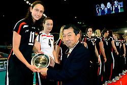23-08-2009 VOLLEYBAL: WGP FINALS CEREMONY: TOKYO <br /> Duitsland  wint de bronzen medaille op de World Grand Prix 2009 / Christiane Furst en Kerstin Tzscherlich<br /> ©2009-WWW.FOTOHOOGENDOORN.NL