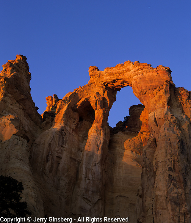 Sandstone arch in Devil's Garden, Grand Staircase National Monument, Utah.