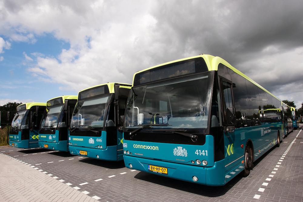 Streekbussen van Connexxion bij de remise in Woerden.<br /> <br /> Busses of Connexxion at the depot in Woerden.