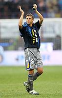 """hernan crespo (parma) saluta i suoi ex tifosi dell'inter<br /> Milano 28/11/2010 Stadio """"Giuseppe Meazza""""<br /> Campionato Italiano Serie A 2010/2011<br /> Inter vs Parma<br /> Foto Luca Pagliaricci Insidefoto"""