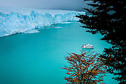 Cruise boat at Perito Moreno Glacier, Parque National los Glaciares, Patagonia, Argentina