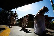 Timoteo_MG, Brasil...A Escola Estadual Capitao Egidio Lima conseguiu refazer seu curriculo, sem ajuda da rede. O grande forte la e a valorizacao da cultura afro-brasileira. Na foto, oficinas de capoeira...The State School Capitao Egidio Lima. The school values the african-Brazilian culture. In this photo, the capoeira dance...Foto: LEO DRUMOND / NITRO.