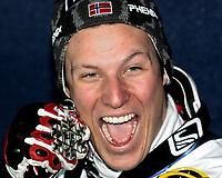 ◊Copyright:<br />Siegerehrung<br />◊Photographer:<br />Norbert Juvan<br />◊Name:<br />Svindal<br />◊Rubric:<br />Sport<br />◊Type:<br />Ski alpin<br />◊Event:<br />FIS Alpine Ski WM Bormio 2005, Kombination Herren, Slalom<br />◊Site:<br />Bormio, Italien<br />◊Date:<br />03/02/05<br />◊Description:<br />Aksel Lund Svindal (NOR), Medaille<br />◊Archive:<br />DCSNJ-0302051395<br />◊RegDate:<br />03.02.2005<br />◊Note:<br />8 MB - HH/BG - Nutzungshinweis: Es gelten unsere Allgemeinen Geschaeftsbedingungen (AGB) bzw. Sondervereinbarungen in schriftlicher Form. Die AGB finden Sie auf www.GEPA-pictures.com.<br />Use of picture only according to written agreements or to our business terms as shown on our website www.GEPA-pictures.com.