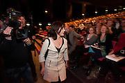 Jolande Sap komt aan bij het congres. In Utrecht vindt het 30e partijcongres plaats van GroenLinks. Een van de heikele punten is de missie naar Kunduz. Ook wordt een nieuwe partijvoorzitter gekozen.<br /> <br /> Jolande Sap, political leader of GroenLinks, is entering the convention. The Dutch party GroenLinks (Green party) holds its 30th convention in Utrecht. One of the big issues is the mission to Kunduz. They will also elect the new chairman of the party.