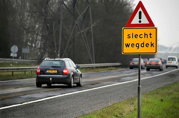 Nederland, Nijmegen, 28-2-2009Slecht wegdek vanwege vorstschade op de A325.Foto: Flip Franssen/Hollandse Hoogte