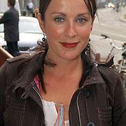 Uitreiking Bert Haantra Oeuvreprijs 2004, Anick Boer en vriendin
