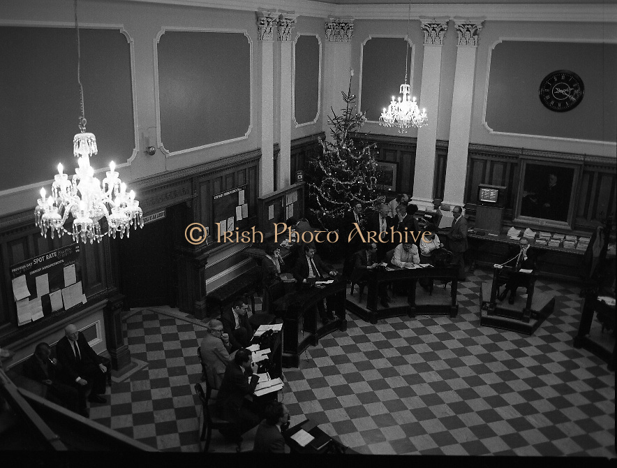 "Waterford Glass Chandeliers in the Stock Exchange..1985..18.12.1985..12.18.1985..18th December 1985..The installation of four Waterglass Chandeliers over the trading floor in the Stock Exchange added an air of elegance to the room. It was regarded by many as the ""Highlight"" of this Christmas period...Picture shows traders operating on the trading floor under illumination from the new Waterford Glass Chandeliers."