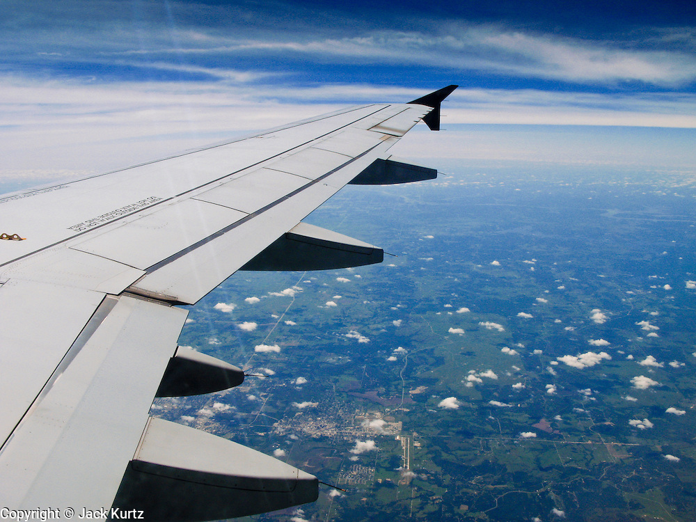 27 JULY 2007 -- PHILADELPHIA, PA: The wing of a US Airways flight from Phoenix, AZ to Philadelphia, PA. The aircraft is an Airbus A320.  PHOTO BY JACK KURTZ