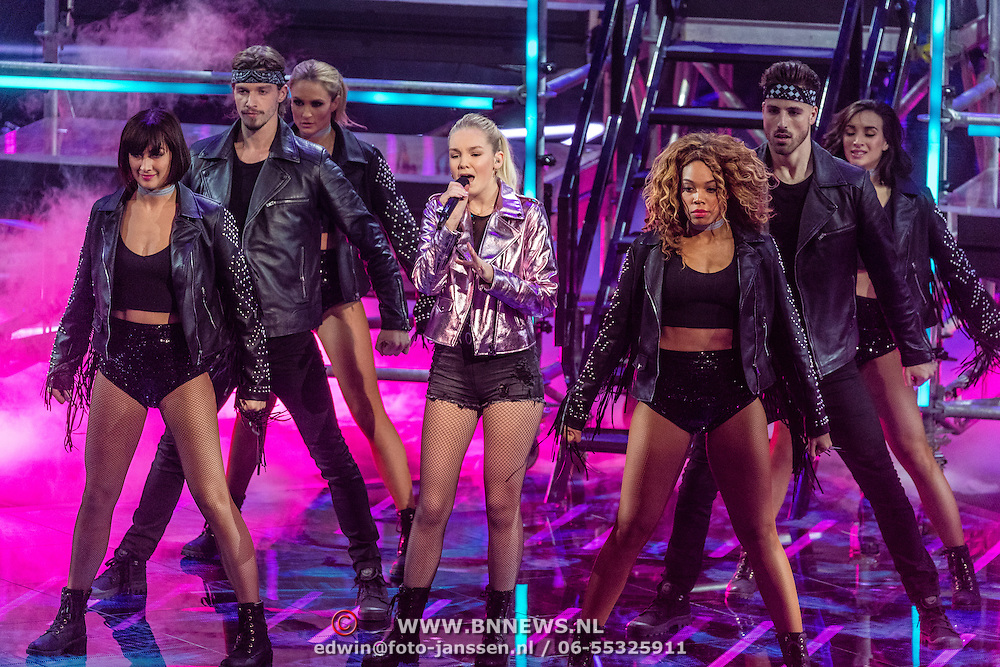 NLD/Hilversum/20170120 - 2de liveshow The Voice of Holland 2017, Romy Wevers