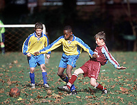 Boys Park Football, Fulham Palace Road, London. 15/10/2000. Credit: Colorsport / Matthew Impey