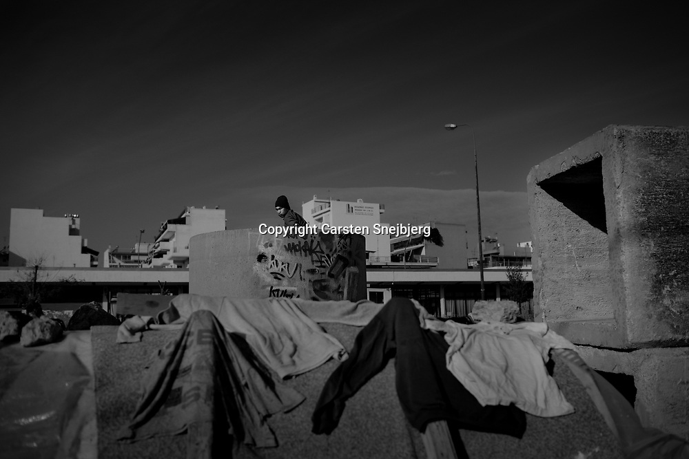 Some illegal immigrants have found shelter at a construction site in Athens. Clothes are laid out to dry in the sun on the concrete structures. The Greek Prime Minister had promised that new centers for asylum procedures would be established in Athens, and include access to lawyers, translators and psychologists. But due to the economic crisis these promises have not become reality yet, according to Caritas Athens.
