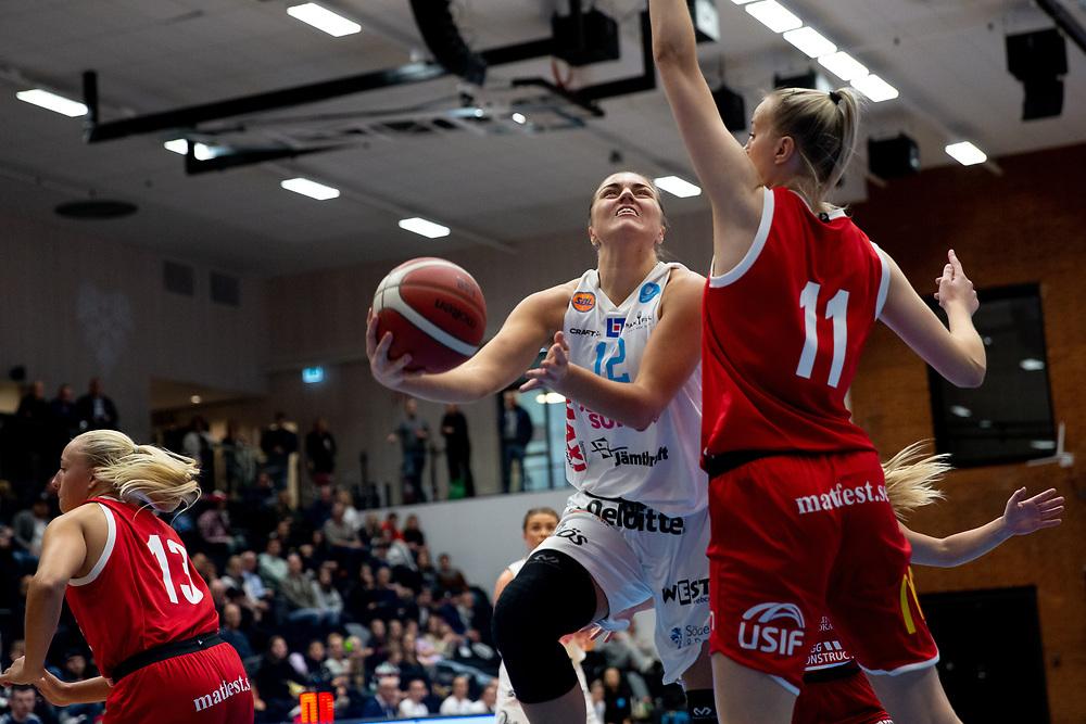 ÖSTERSUND 20210925<br /> Östersunds Moa Lundqvist under lördagens match i Basketligan mellan Östersund Basket och Uppsala Basket i Östersunds Sporthall<br /> <br /> Foto: Per Danielsson/Projekt.P