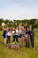 17-05-2015 NGF Competitie 2015, Hoofdklasse Heren - Dames Standaard - Finale, Golfsocieteit De Lage Vuursche, Den Dolder, Nederland. 17 mei. Dames Noordwijkse: team tijdens de prijsuitreiking..