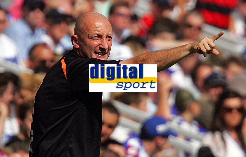 Fotball<br /> England<br /> 08.08.2009<br /> Foto: Fotosports/Digitalsport<br /> NORWAY ONLY<br /> <br /> QPR FC vs Blackpool FC Championship 08/08/09<br /> <br /> Blackpool Manager Ian Holloway makes his point.
