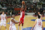 DESCRIZIONE : Roma Lega A1 2006-07 Lottomatica Virtus Roma Whirlpool Varese <br /> GIOCATORE : Howell <br /> SQUADRA : Whirlpool Varese <br /> EVENTO : Campionato Lega A1 2006-2007 <br /> GARA : Lottomatica Virtus Roma Whirlpool Varese <br /> DATA : 25/04/2007 <br /> CATEGORIA : Tiro <br /> SPORT : Pallacanestro <br /> AUTORE : Agenzia Ciamillo-Castoria/G.Ciamillo <br /> Galleria : Lega Basket A1 2006-2007 <br />Fotonotizia : Roma Campionato Italiano Lega A1 2006-2007 Lottomatica Virtus Roma Whirlpool Varese <br />Predefinita :