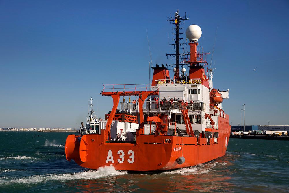 13-15/Diciembre/2010.Salida del buque de investigación oceanográfica Hespérides para la Expedición Malaspina 2010..©JOAN COSTA....