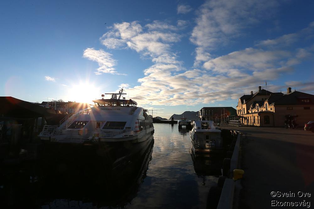 ÅLESUND 20130224. <br /> Solen skinner over Tideekspressen som ligger til kai ved terminalen i Brosundet i Ålesund.<br /> Foto: Svein Ove Ekornesvåg