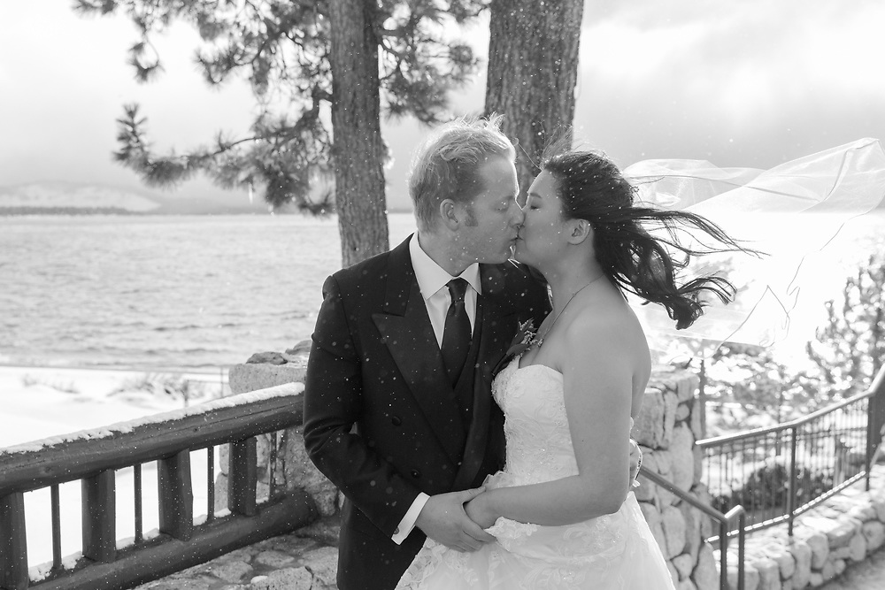 Stormy Winter Kiss   Lake Tahoe Wedding Photography Portfolio  Edgeweood   Stateline, Nevada