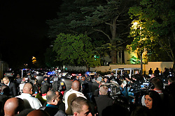 05.12.2013, Johannesburg, ZAF, Nelson Mandela, der Gigant des Humanismus ist im Alter von 95 Jahren in seinem Haus an den Folgen einer Lungenentzuendung gestorben, im Bild Journalists gather outside the residence of former South African President Nelson Mandela, Johannesburg // Nelson Mandela a giant of humanism died in his house in Johannesburg, South Africa on 2013/12/05. EXPA Pictures © 2013, PhotoCredit: EXPA/ Photoshot/ Guo Xinghua<br /> <br /> *****ATTENTION - for AUT, SLO, CRO, SRB, BIH, MAZ only*****