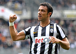 17.10.2010, Stadio Olimpico, Turin, ITA, Serie A, Juventus Turin vs US Lecce, im Bild L'esultanza di Fabio Quagliarella (Juventus) per il gol del 3-0.Juventus player Fabio Quagliarella celebrates his 3-0 leading goal.EXPA Pictures © 2010, PhotoCredit: EXPA/ InsideFoto/ Giorgio Perottino +++++ ATTENTION - FOR AUSTRIA AND SLOVENIA CLIENT ONLY +++++..