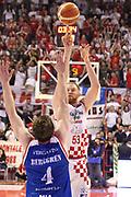 DESCRIZIONE : Campionato 2015/16 Giorgio Tesi Group Pistoia - Acqua Vitasnella Cantù<br /> GIOCATORE : Kirk Alex <br /> CATEGORIA : Tiro Tre Punti<br /> SQUADRA : Giorgio Tesi Group Pistoia<br /> EVENTO : LegaBasket Serie A Beko 2015/2016<br /> GARA : Giorgio Tesi Group Pistoia - Acqua Vitasnella Cantù<br /> DATA : 08/11/2015<br /> SPORT : Pallacanestro <br /> AUTORE : Agenzia Ciamillo-Castoria/S.D'Errico<br /> Galleria : LegaBasket Serie A Beko 2015/2016<br /> Fotonotizia : Campionato 2015/16 Giorgio Tesi Group Pistoia - Sidigas Avellino<br /> Predefinita :