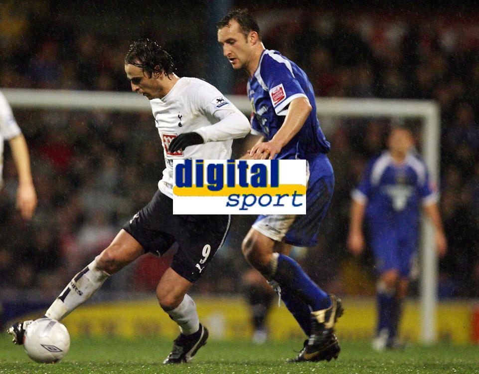 Photo: Rich Eaton.<br /> <br /> Cardiff City v Tottenham Hotspur. The FA Cup. 07/01/2007. Darren Purse right of Cardiff persues Dimitar Berbatov of Spurs