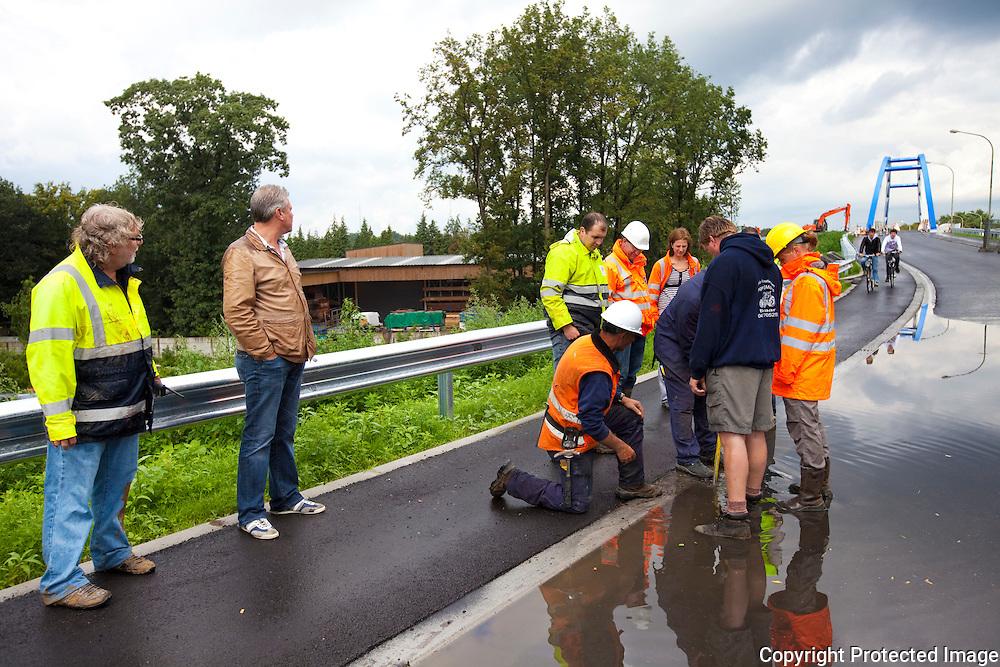 361104-opening van de nieuwe brug over autostrade-Grobbendonk