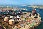 Nederland, Zuid-Holland, Maasvlakte, 23-05-2011; .Nieuwbouw  kolen/biomassacentrale  elektriciteitcentrale Electrabel (GDF Suez) met de  LNG-installatie van de Gasunie die de buffervoorraad vloeibaar aardgas huisvest...New build coal / biomass power plant Electrabel and the LNG installation with the buffer stock liquid natural gas (liquefied natural gas, LNG) in the Port of Rotterdam..luchtfoto (toeslag), aerial photo (additional fee required).copyright foto/photo Siebe Swart