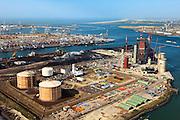 Nederland, Zuid-Holland, Maasvlakte, 23-05-2011; .Nieuwbouw  kolen/biomassacentrale  elektriciteitcentrale Electrabel (GDF Suez) met de  LNG-installatie van de Gasunie die de buffervoorraad vloeibaar aardgas huisvest...New build coal / biomass power plant Electrabel and the LNG installation with the buffer stock liquid natural gas (liquefied natural gas, LNG) in the Port of Rotterdam..luchtfoto (toeslag), aerial photo (additional fee required).copyright foto/photo Siebe Swart
