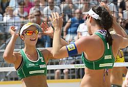 17-07-2014 NED: FIVB Grand Slam Beach Volleybal, Apeldoorn<br /> Poule fase groep G vrouwen - Agatha Bednarczuk (1), Barbara Seixas De Freitas (2) BRA